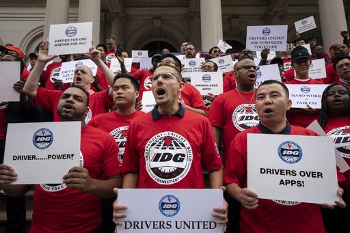 ライドシェアの運転手は「従業員」 カリフォルニア知事が法案署名