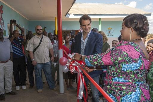 フェデラー、貧困国マラウイで保育所設立 テープカット式典に参加