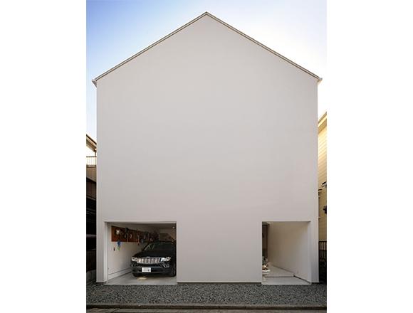 【ENGINE・ハウス】窓がない、と思ったら大間違い 中の窓で光と風が抜ける横浜の家