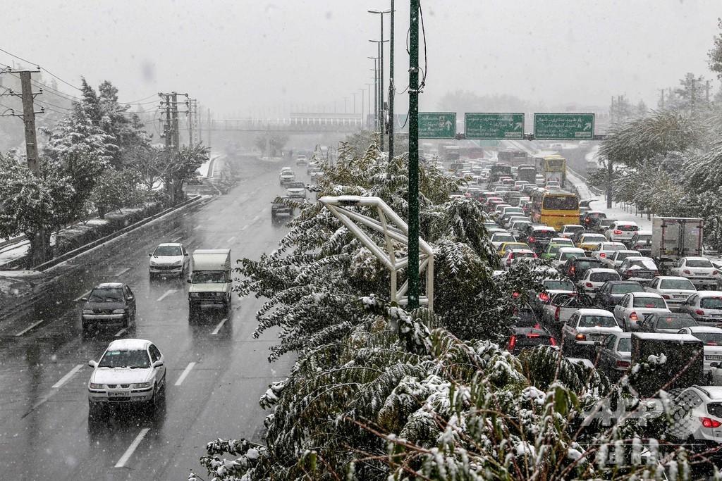 イランの首都テヘランに大雪、交通渋滞や複数地域で休校も