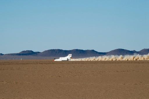 目指すは時速1600キロ 超音速自動車「ブラッドハウンド」が試運転