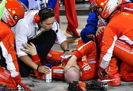 フェラーリのメカニックが脚骨折、ライコネンのマシンにひかれ