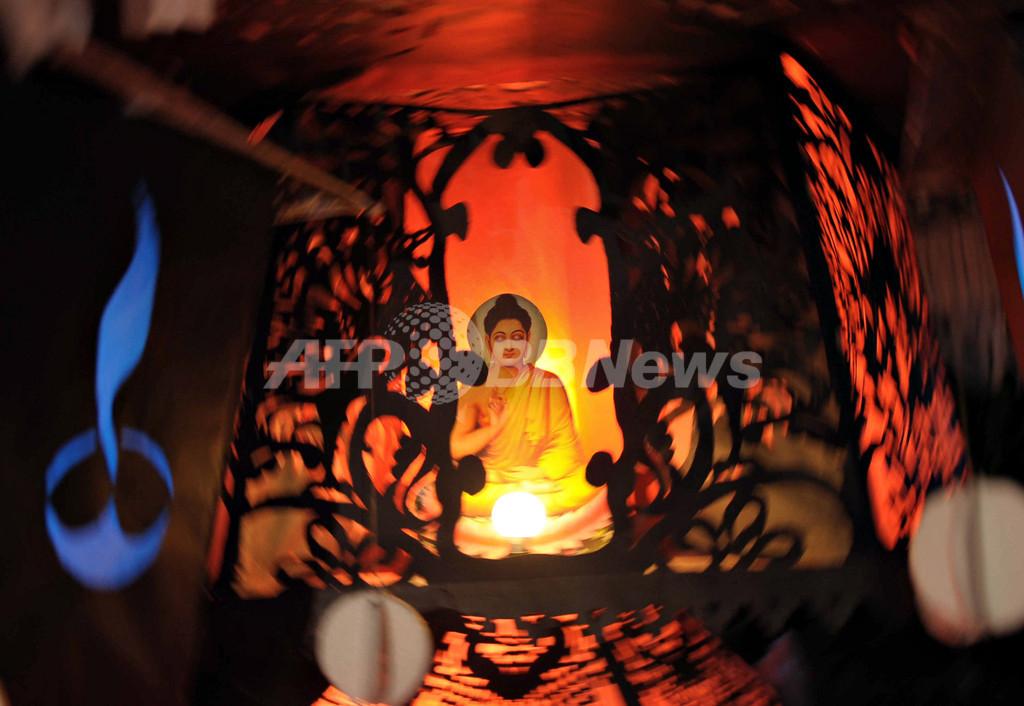 腕に仏像タトゥーの英国人、「仏教冒とく」とスリランカで入国拒否