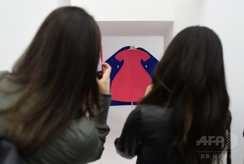 川久保玲の展覧会、メトロポリタン美術館で始まる