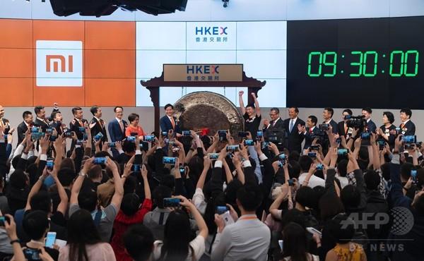 シャオミ香港でIPO 初値は発行価格下回る