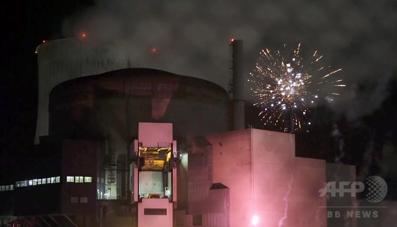 グリーンピース、仏原発で花火打ち上げ 「無防備さ示すため」
