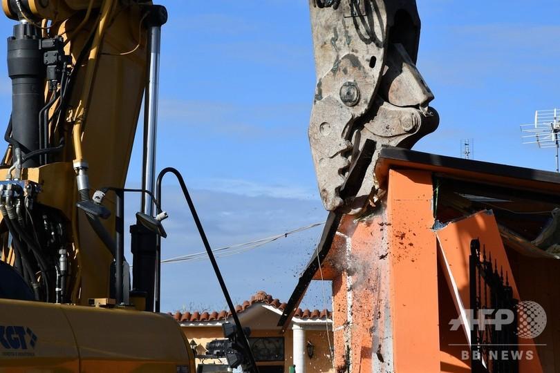伊ローマ、「マフィアの邸宅」を重機で解体