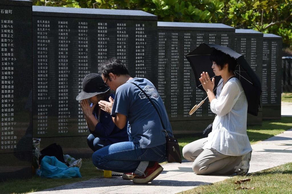 70年迎える慰霊の日を前に平和祈念公園で祈り、沖縄