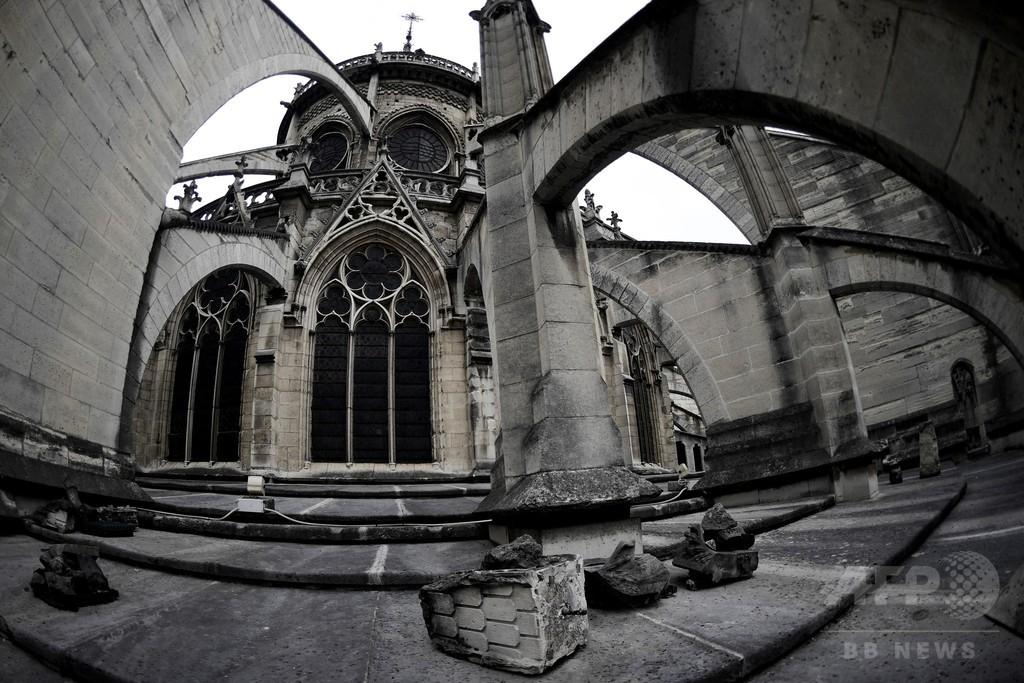 ぼろぼろのノートルダム大聖堂の栄光を再び、パリ