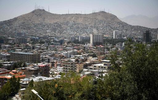 アフガニスタン首都の結婚式場で爆発、目撃者「現場に多数の遺体」