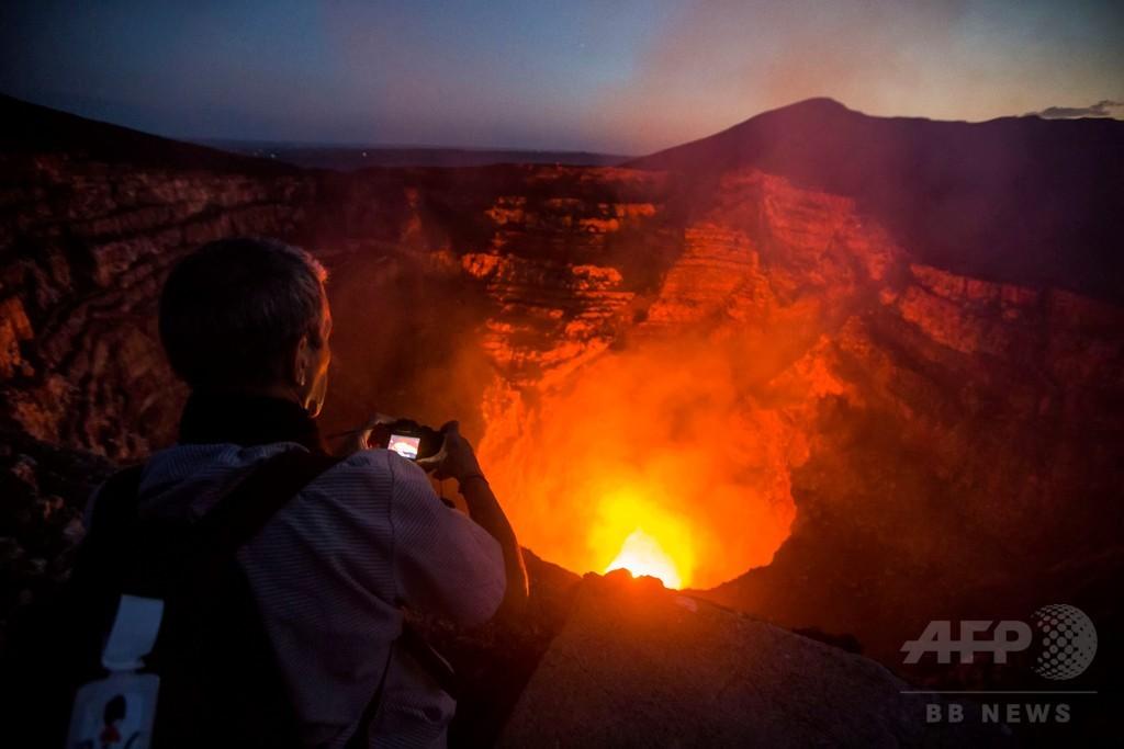 溶岩愛好家が集う中米ニカラグアの活火山