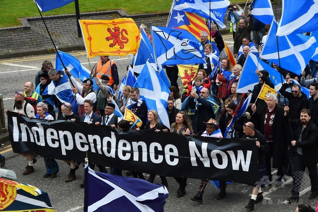 英スコットランドで独立支持派数万人がデモ、最大都市グラスゴーで
