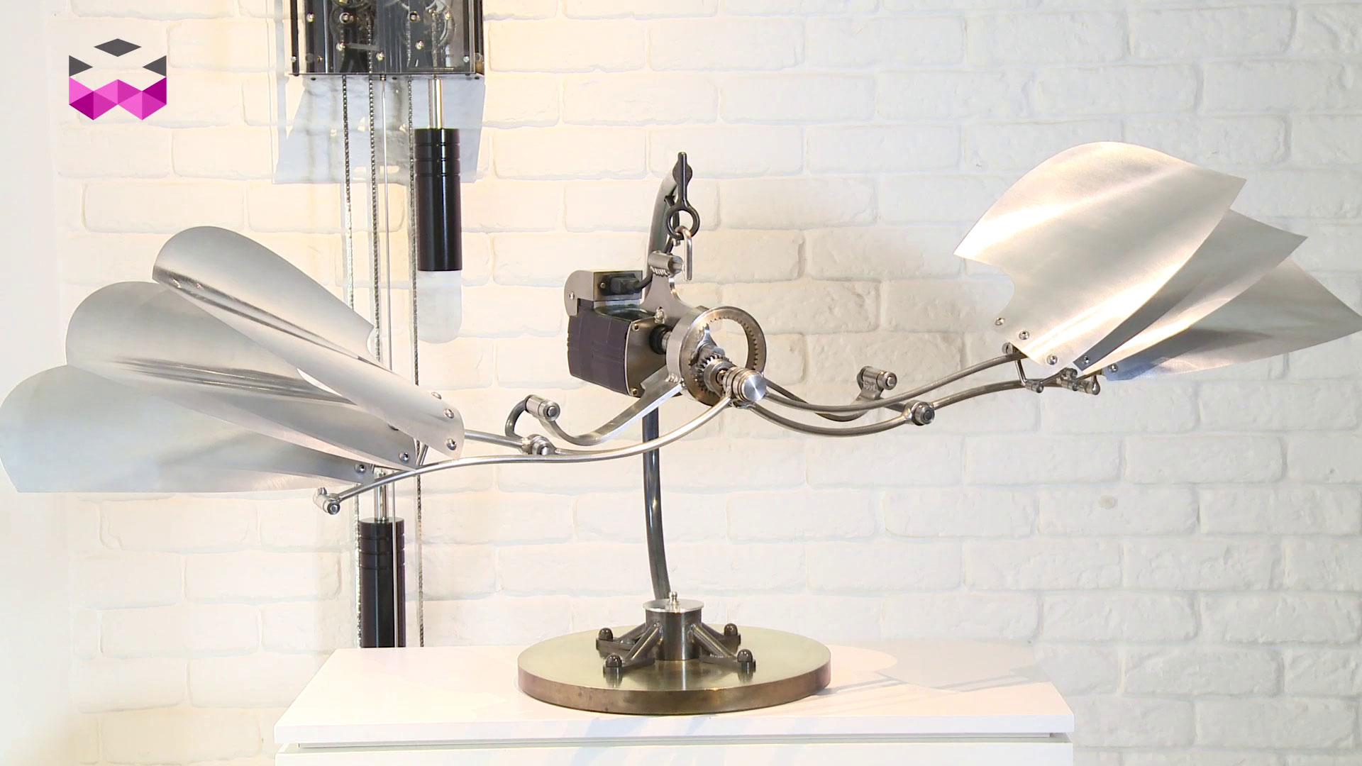 時計が原点、キネティックアーティストの作品に触れる