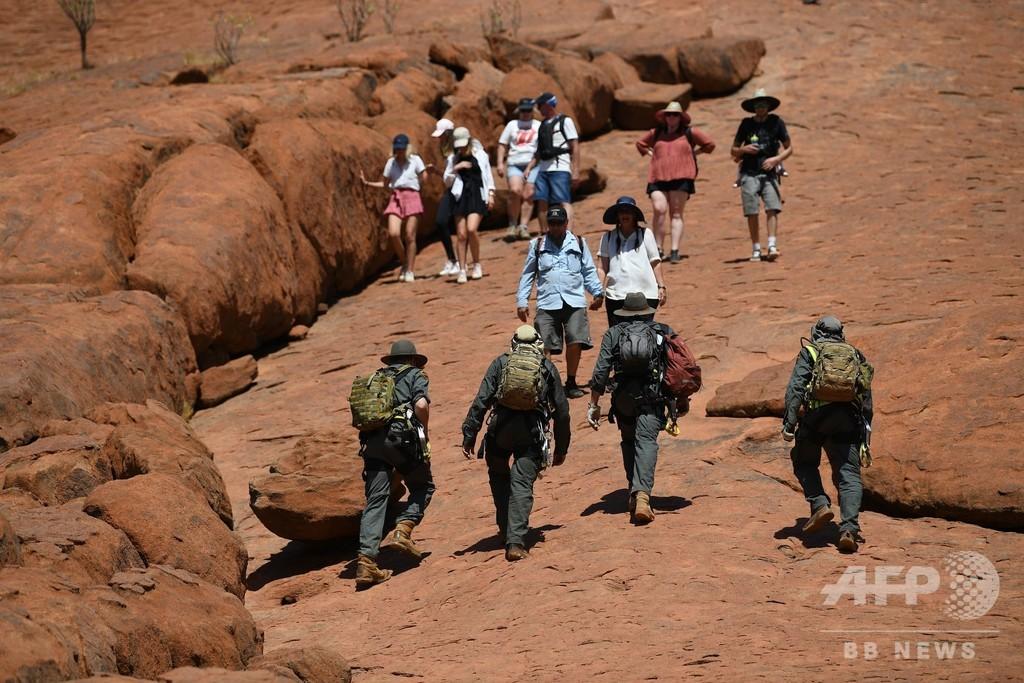 豪「ウルル」、恒久的に登山禁止 直前まで大勢の客