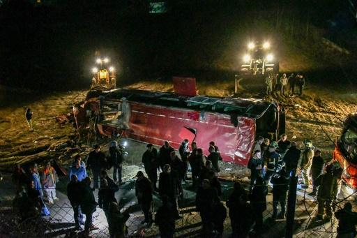 マケドニアでバスが横転、13人死亡