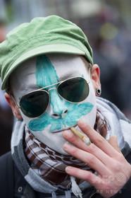 オランダ・ハーグ、市中心部での大麻吸引を禁止に 同国初の措置
