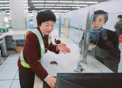 上海地下鉄の女性駅員がすごい 日本語対応もOK