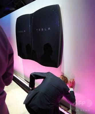 米電気自動車のテスラ、家庭用蓄電池を発表 「エネルギー・インフラ変革」目指す