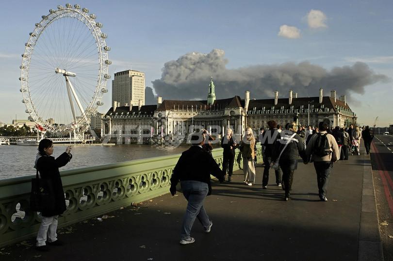 ロンドン東部で大規模な火災、市...