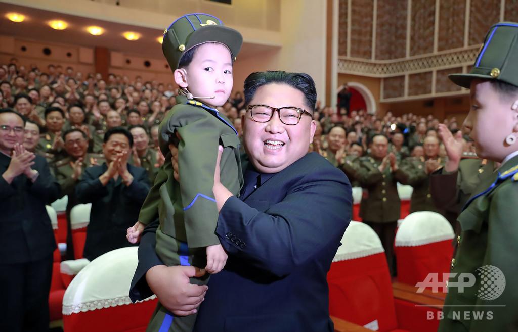 粛清説の金英哲氏、正恩氏の公演鑑賞に同席 北朝鮮メディア