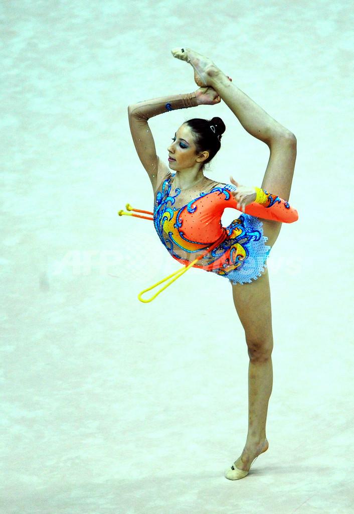 カメラがとらえた女子新体操選手の華麗な演技