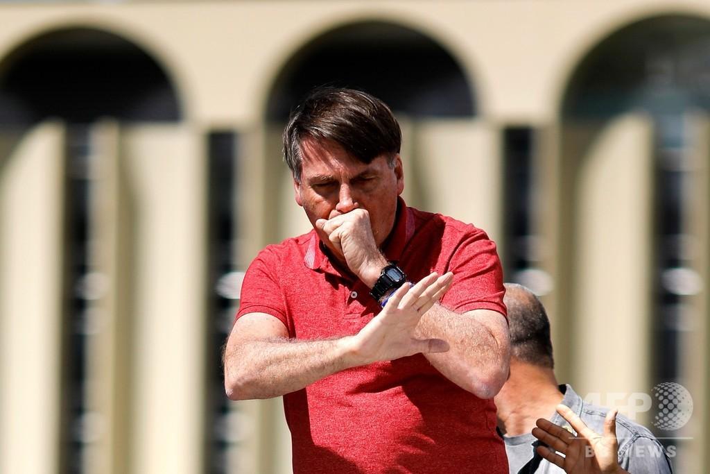新型コロナ死者5000人超に「だから何だ?」 ブラジル大統領に非難殺到