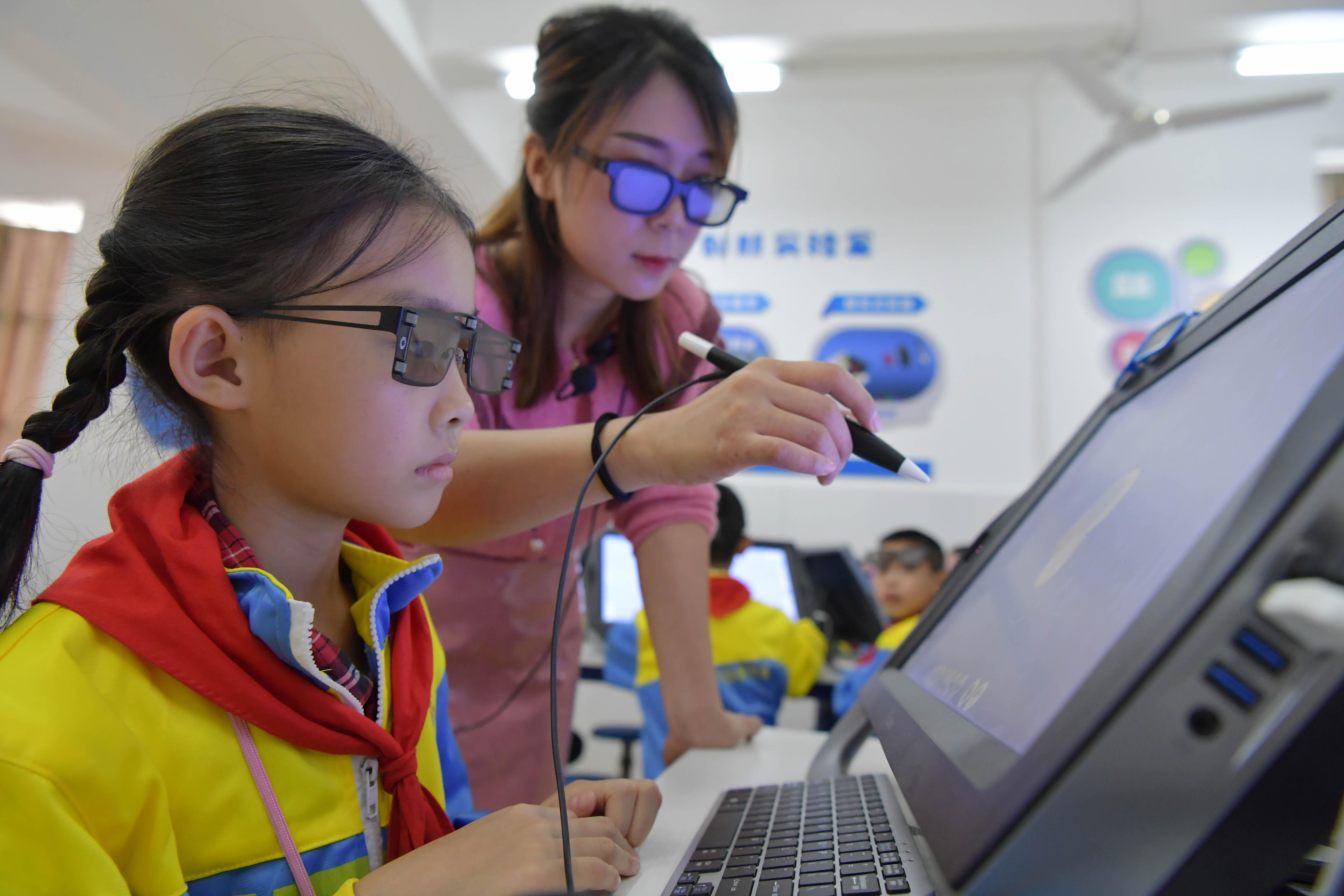 学校の授業にVRを導入 中国・南昌市