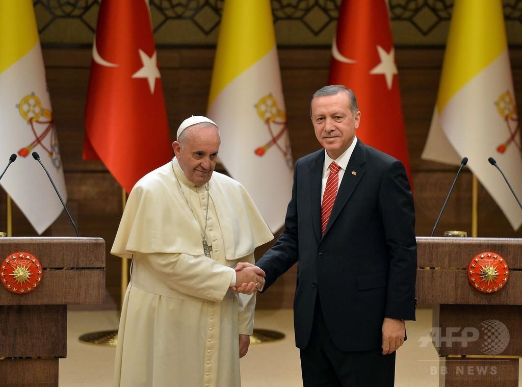 ローマ法王がトルコ訪問、宗教間の対話を訴え