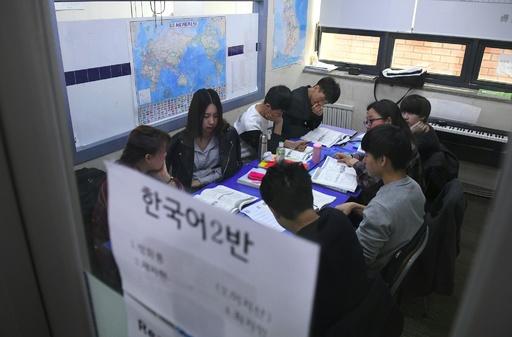 金一族称賛教育で基礎知識欠如、脱北者らに「再教育」 韓国