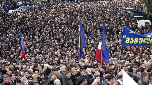 グルジアで大規模な反大統領デモ、1万人以上が集結