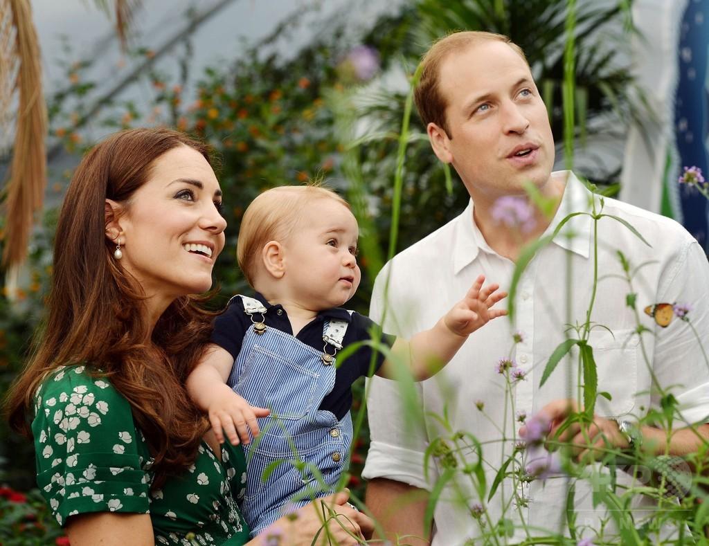 1歳の誕生日迎えた英ジョージ王子、「スタイルアイコン」に