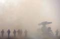 インド軍の軍事パレード、アクロバットも披露