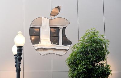 アップル、iPhoneの暗号化強化へ ロック解除ツールに対抗
