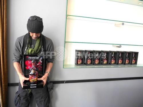 グラフィティアートの神「Futura」が手がけたヘネシー限定ボトル、日本では3月1日から発売