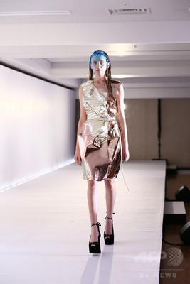 「ミキオサカベ」、レザーを使ったスペシャルファッションショー