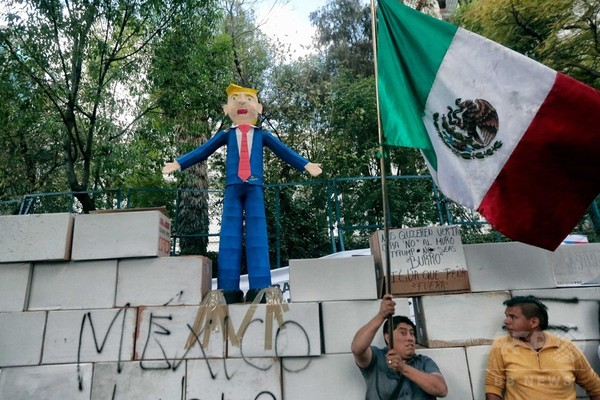 トランプ氏の「壁」で愛国心に火、米国製品不買運動も メキシコ