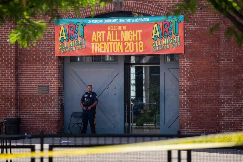 米芸術祭で銃乱射 複数の容疑者のうち1人死亡、20人負傷