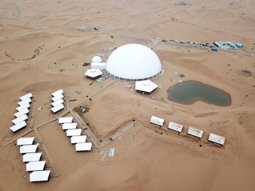 一面の砂の海を堪能…沙坡頭砂漠にホテル建設中 中国・寧夏