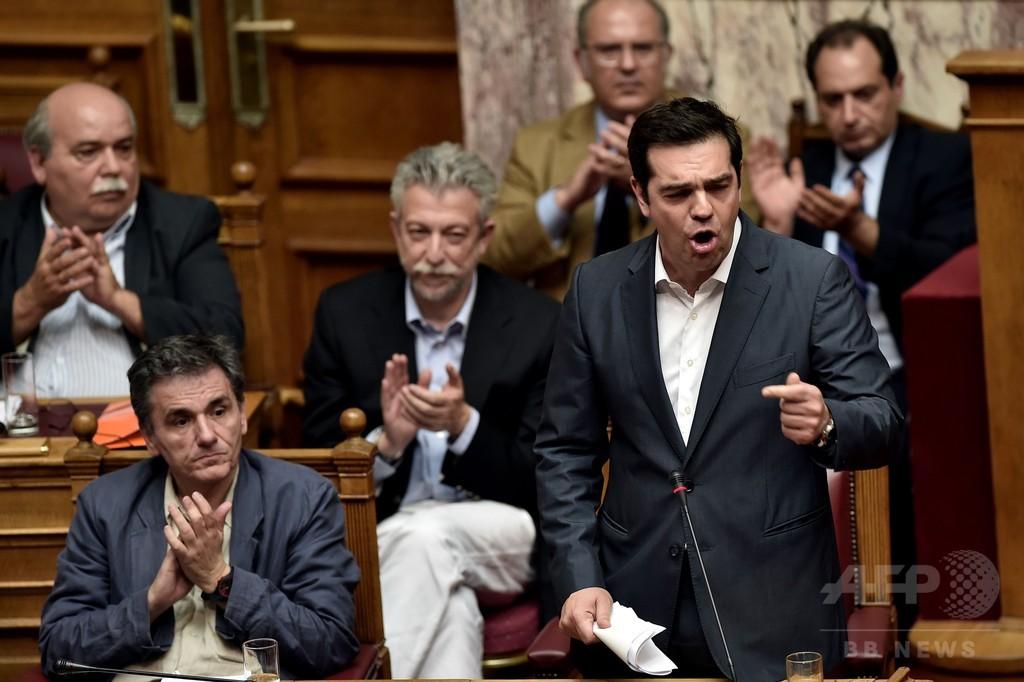 ギリシャ、債権団の厳しい財政改革案を可決