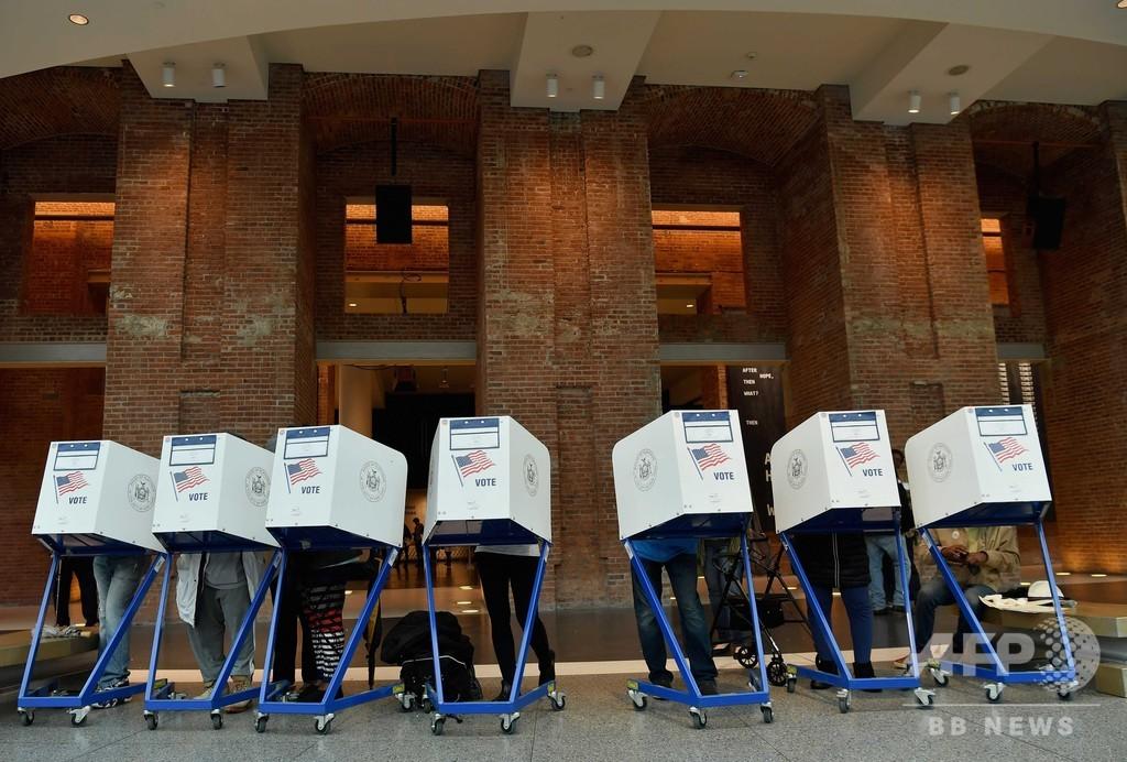 米中間選挙、有権者で埋まる各地の投票所