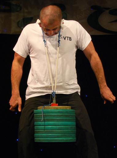 「耳たぶ重量挙げ」で世界記録更新、88キロ グルジア