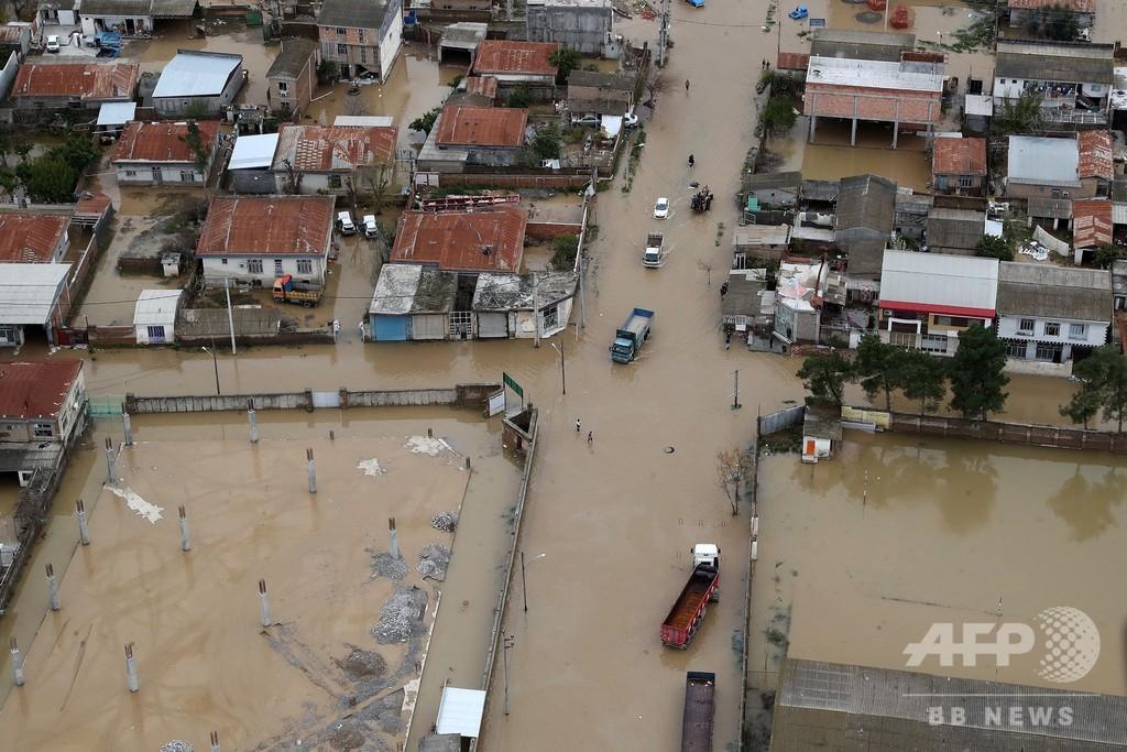 イラン洪水、死者43人に ロウハニ大統領が被災地を視察