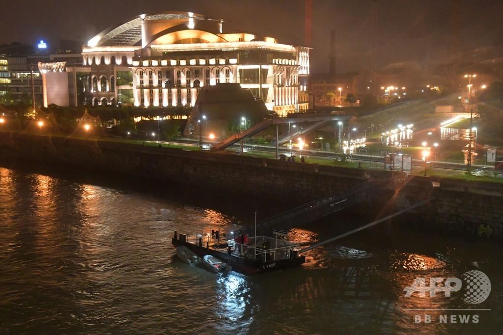 ドナウ川で遊覧船沈没、韓国人7...