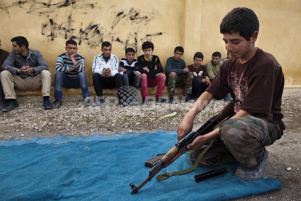 シリア内戦で少年兵増加、人間の盾にされるケースも 英慈善団体