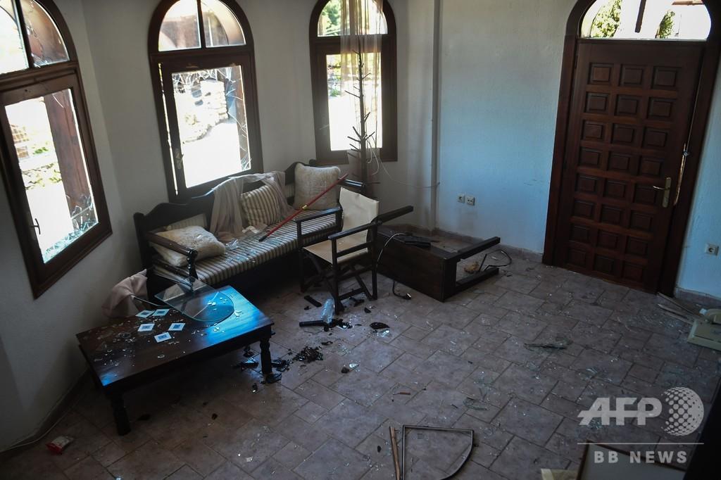 ギリシャ、ホテルへの移民移送に住民反発 コロナ関連デマで暴動も