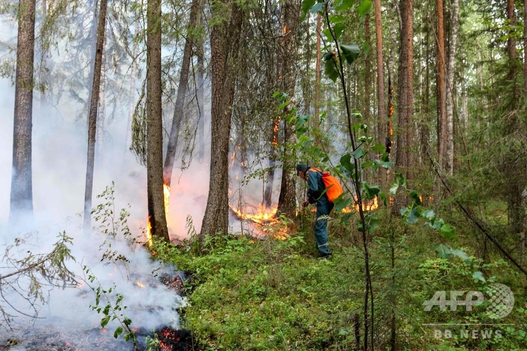 ロシア・シベリア、森林火災の煙が町覆う