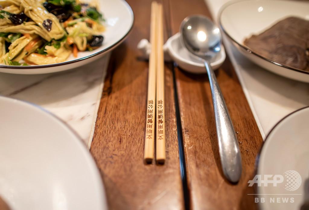 中国から「大皿文化」が消える? 食事を取り分ける「分餐制」広める動き