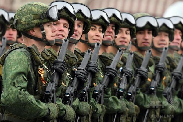 ロシア軍事費、1998年以来のマイナスに 経済制裁で昨年2割減