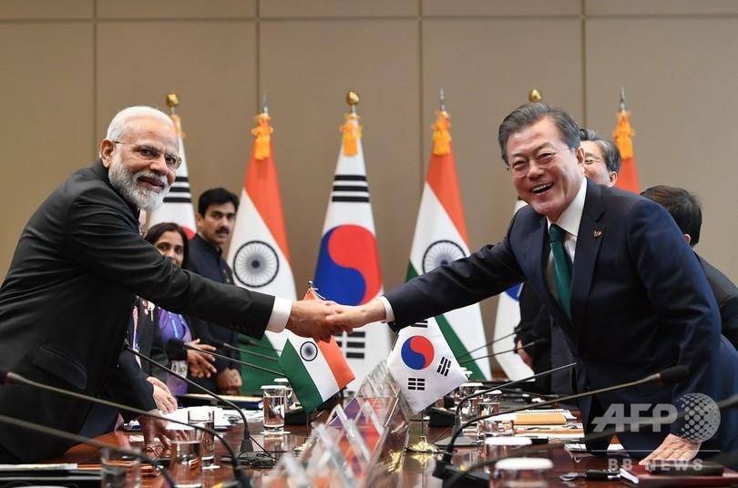 韓国の文大統領、モディ印首相と会談