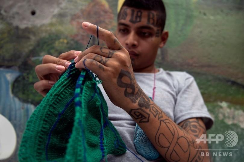 刑務所で編み物にパン作り、元ギャング社会復帰への道 エルサルバドル